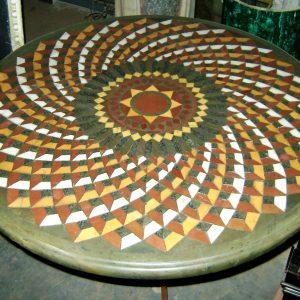 tavolo in marmi antichi con disegno cosmati a spirale